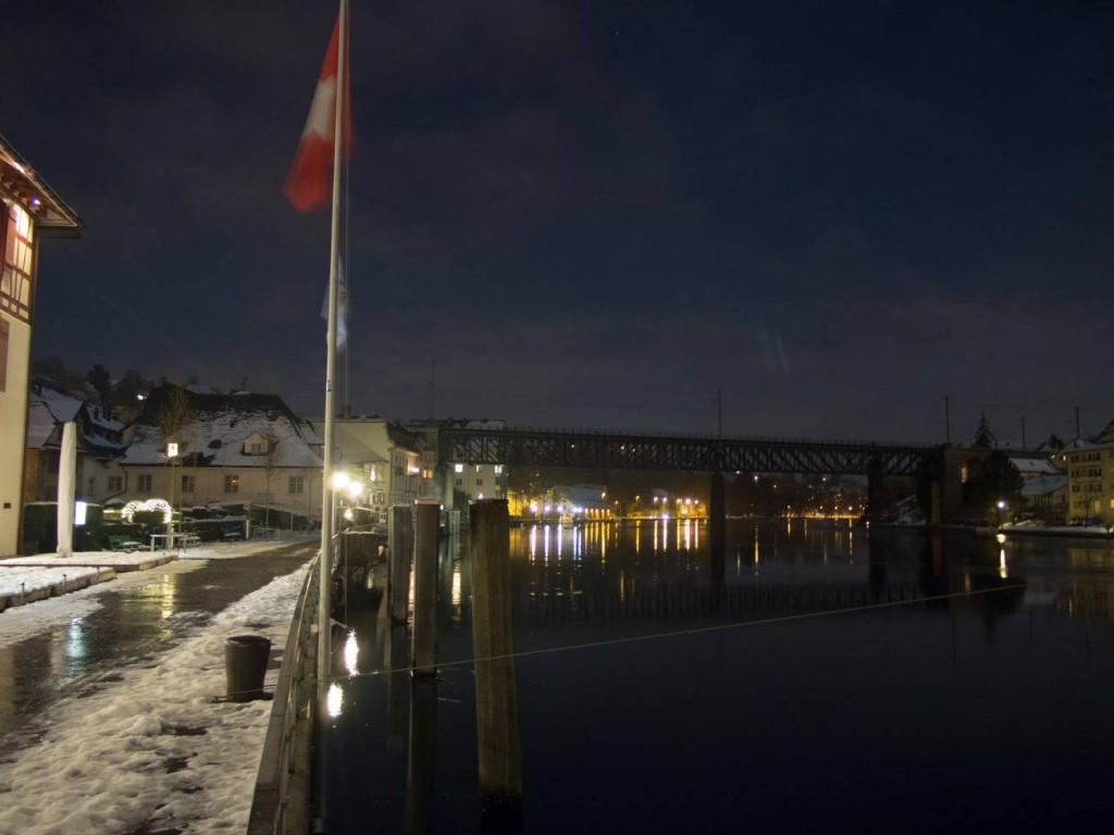 Foto vom beleuchteten und winterlichen Schifflände in Schaffhausen. Abgelichtet von Fotograf Rainer Rössler.