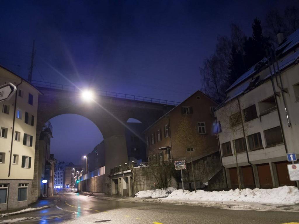 Foto vom beleuchteten und winterlichen Zugbrücke in Schaffhausen. Abgelichtet von Fotograf Rainer Rössler.