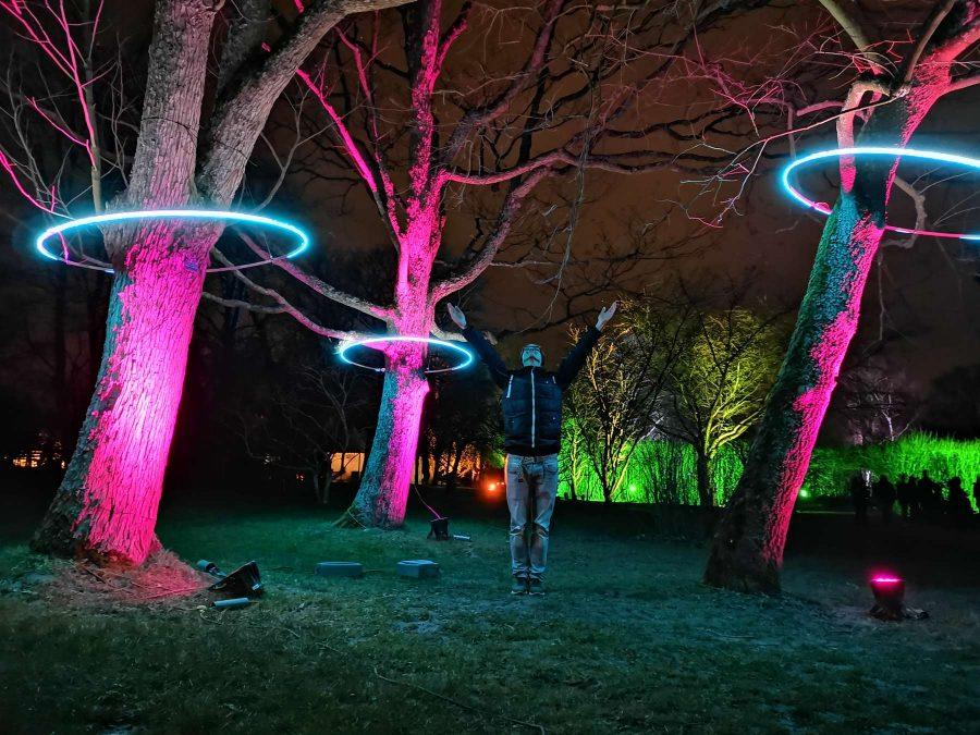 Personenfotograf Essen - Vertrauen in das Universum - Parkleuchten Grugapark Gruga Stadt Essen Nachtaufnahme spezial spirituell Universum Sternensaat