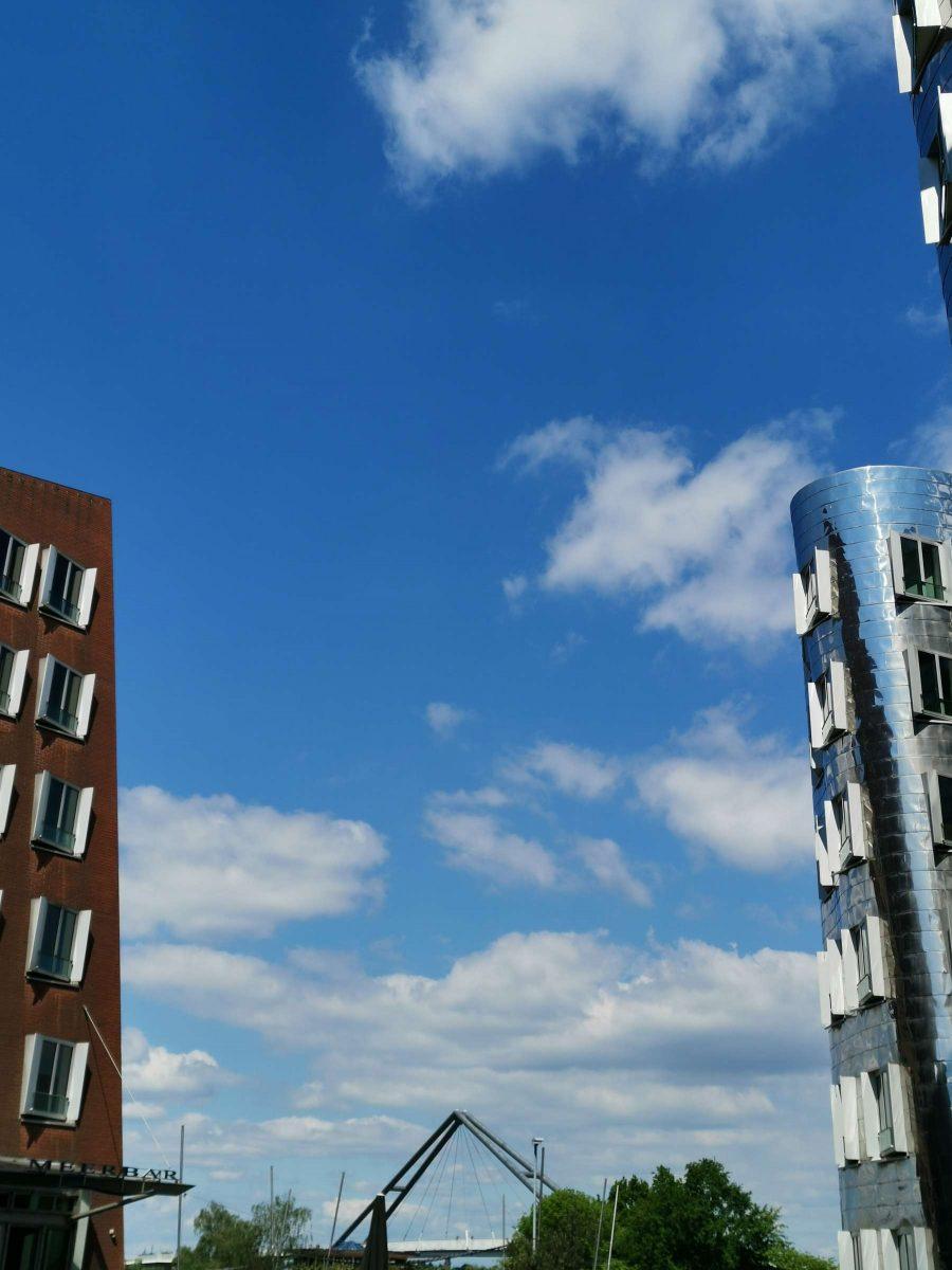 Impressionen der ikonischen Gehrty-Bauten im Herzen des Düsseldorfer Medienhafens