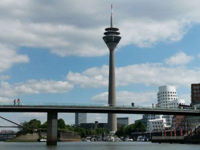Als Fotograf in Düsseldorf schoss Fotograf Rainer mit seinem Huawei Mate 20 Pro dieses Foto vom Rheinturm.
