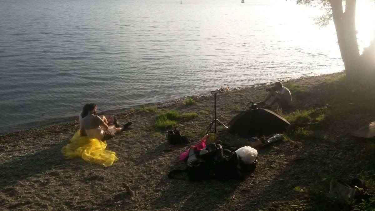 Pärchen Fotoshooting für professionelle Fotos draussen am Bodensee bei Radolfzell 2