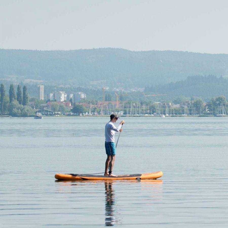 Fotograf Rainer Rössler beim SUPen auf dem Bodensee bei Radolfzell