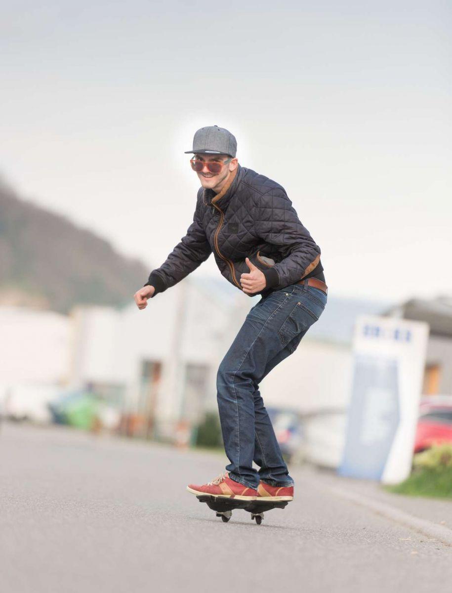 Fotograf Rainer Rössler fährt privat Waveboard