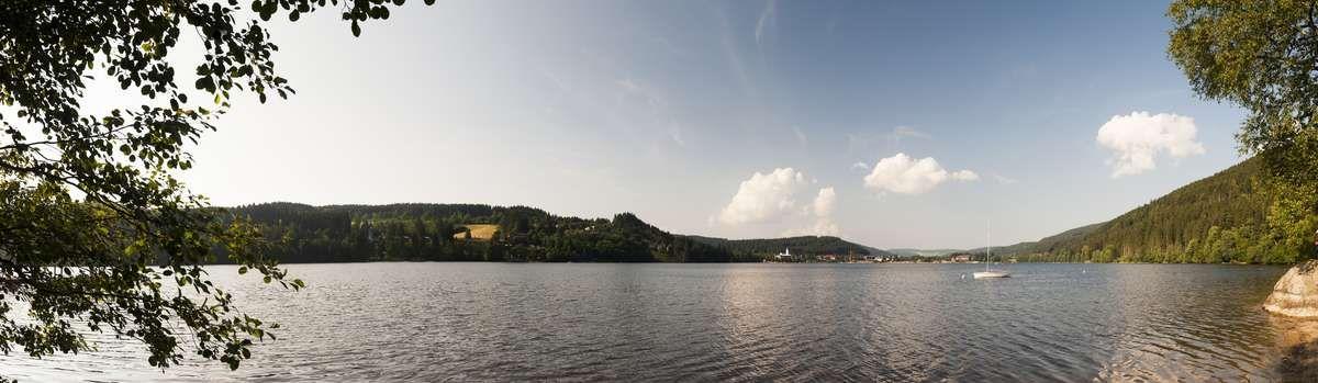 fotograf titisee schwarzwald panorama sommer wasser himmel