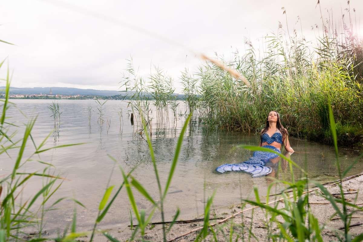 Natürliches Meerjungfrauen-Shoooting im Bodensee