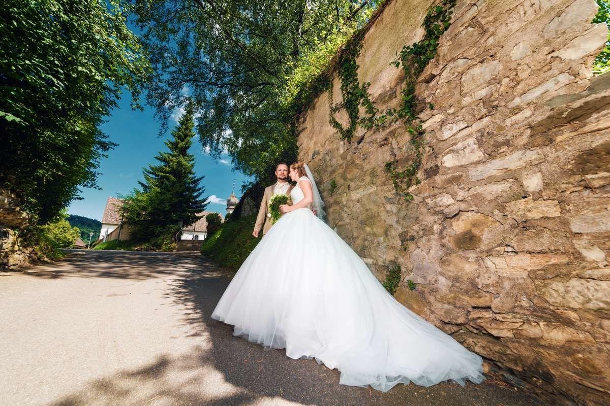 hochzeit stein am rhein schweiz brautpaar fotograf fotoshooting ganzkörper kirche