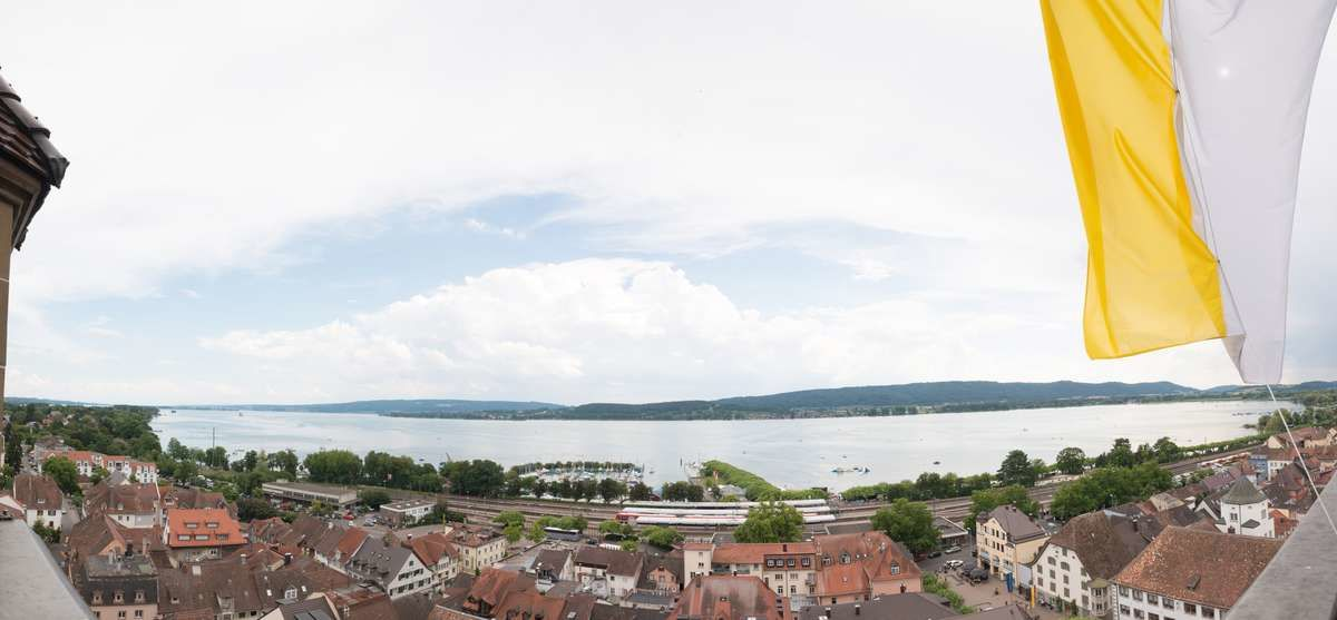 Foto Aussicht vom Münsterturm Radolfzell. Panorama Aufnahme der Promenade